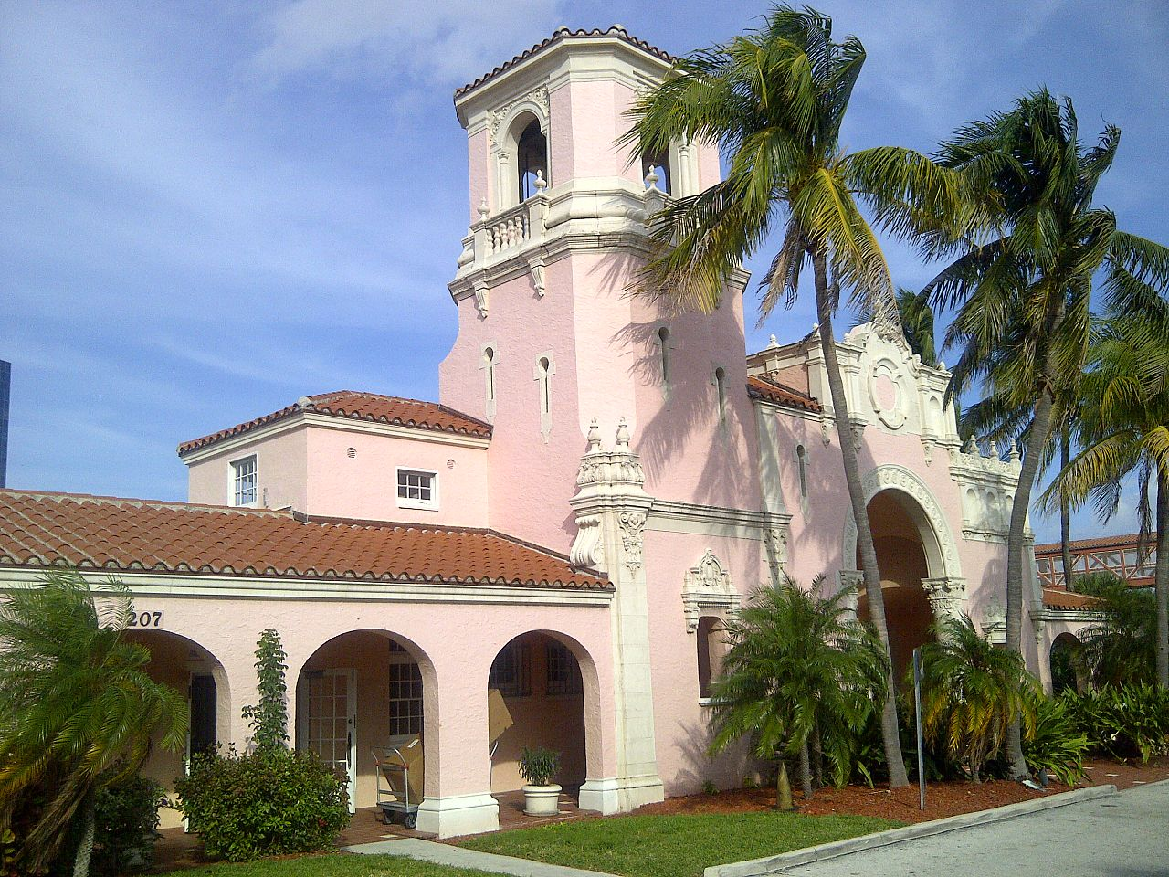 The West Palm Beach Station is a beautiful historic train station built in 1925. It is still a key transportation hub for the city.