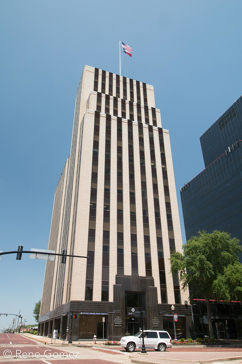 Built in 1932, the historic People's Petroleum Building is a fine example of Art Deco architecture and one of the city's best-known landmarks.