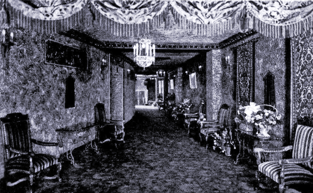 Fox Theatre interior shot in Green Bay at opening on February 14, 1930 (via CinemaTreasures.org)