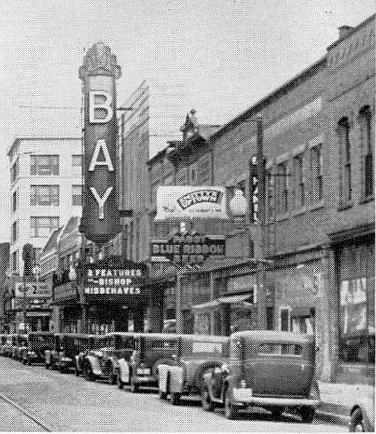 1930s photo of the Bay Theatre (a few years after Fox sold the property). Photographer unknown (via CinemaTreasures.org)
