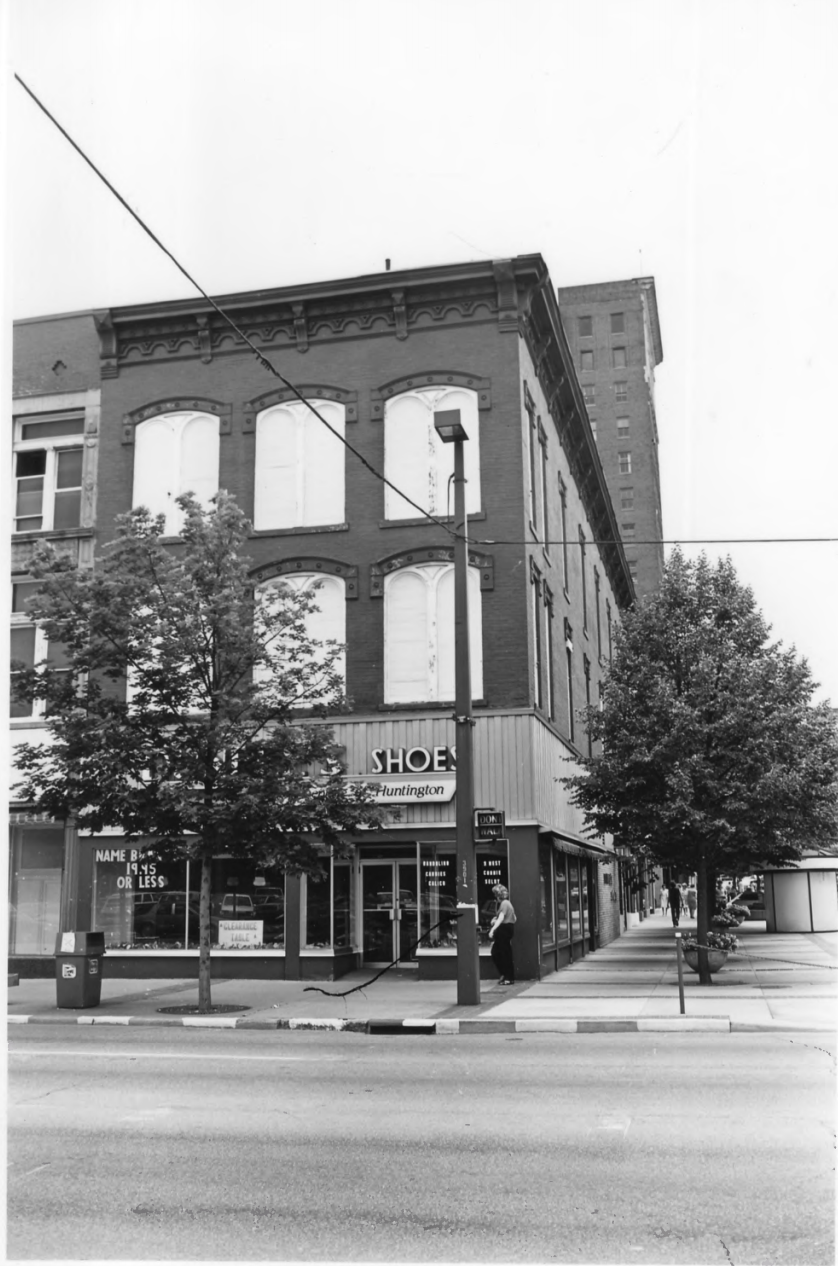 The Broh Building, housing Dunfee's Shoes, in 1985