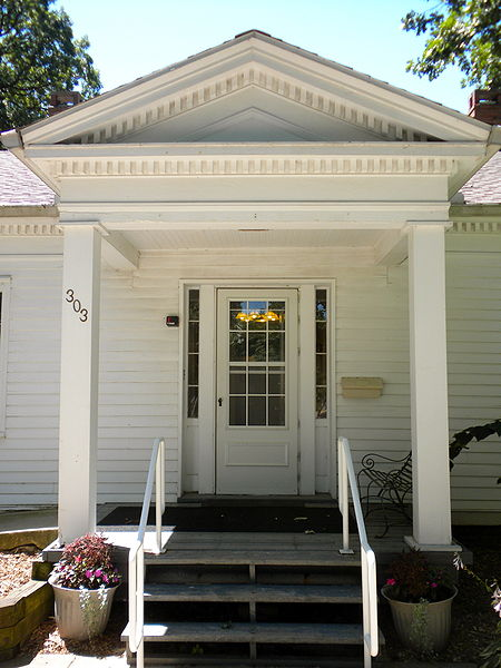 This Greek Revival cottage now stands in Leal Park.