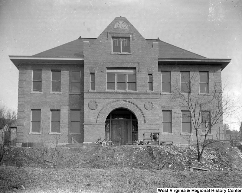Seneca Elementary School, constructed in 1904, accommodated Morgantown's growing population, especially in the Sunnyside neighborhood. Photo courtesy of West Virginia and Regional History Center, WVU Libraries.