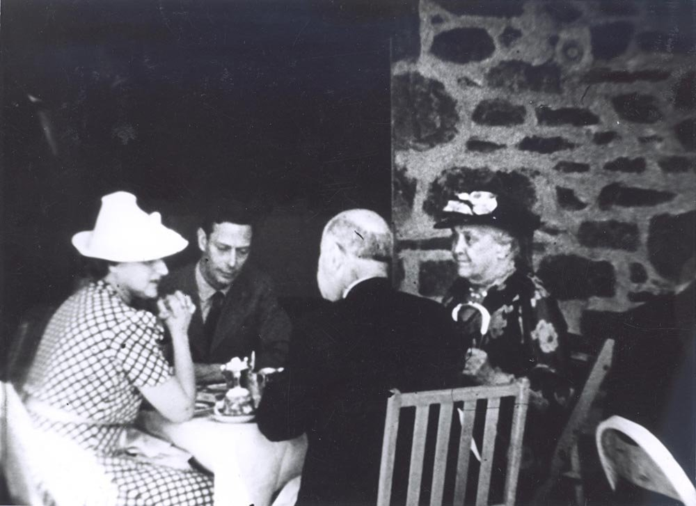 Sara Delano Roosevelt, the president's mother, sitting with King George VI (to her left) at Top Cottage when her son and daughter-in-law served King George and Queen Elizabeth hot dogs and beer