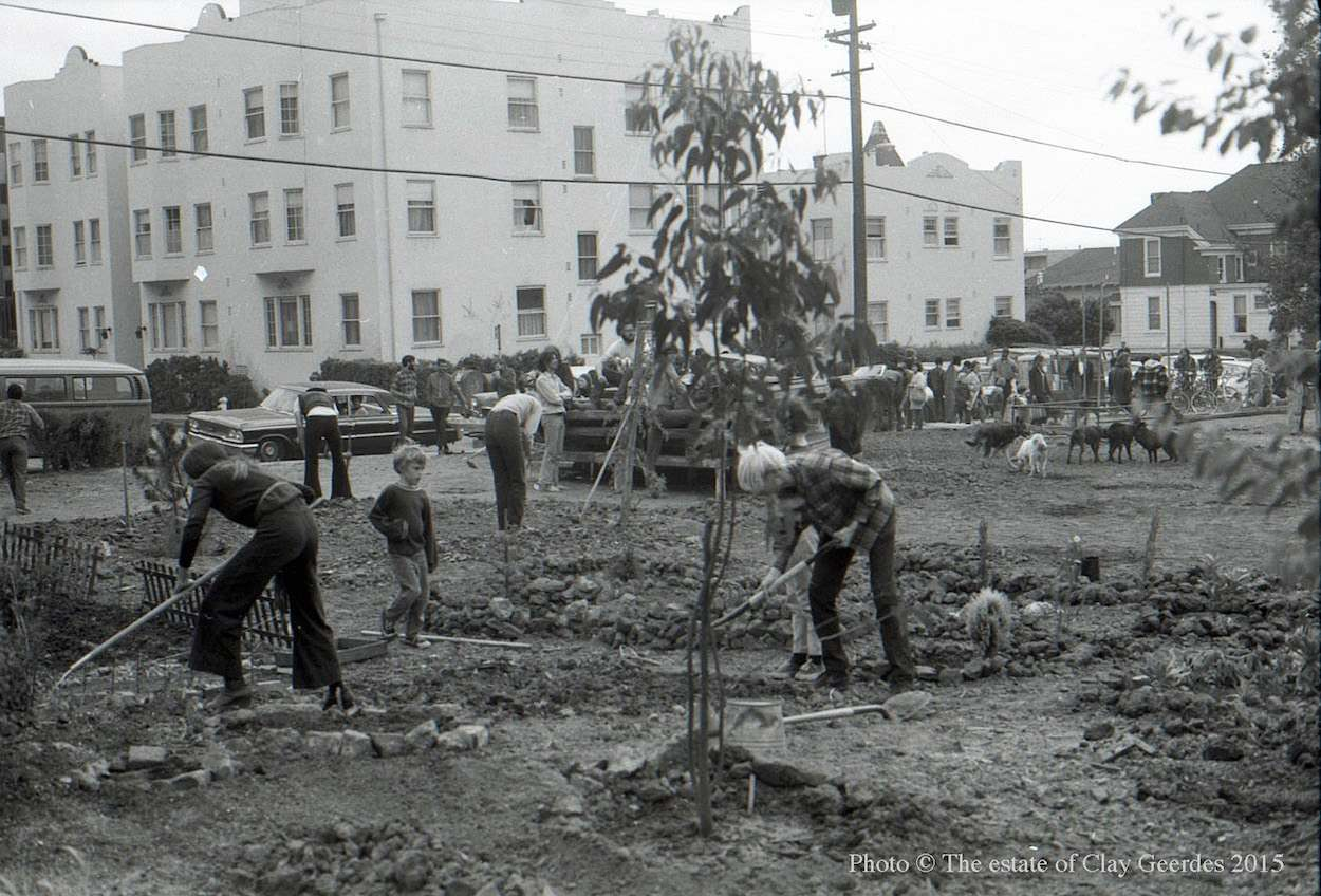 """Local residents, students, environmentalists, and other activists work together to create the new """"People's Park"""" on a vacant lot on Telegraph Avenue in Berkeley, April 1969"""