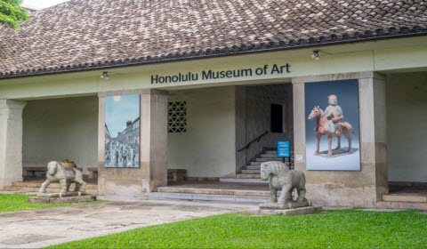 Front entrance to the Honolulu Museum of Art. Credit: Waikiki Beach Comber Resort