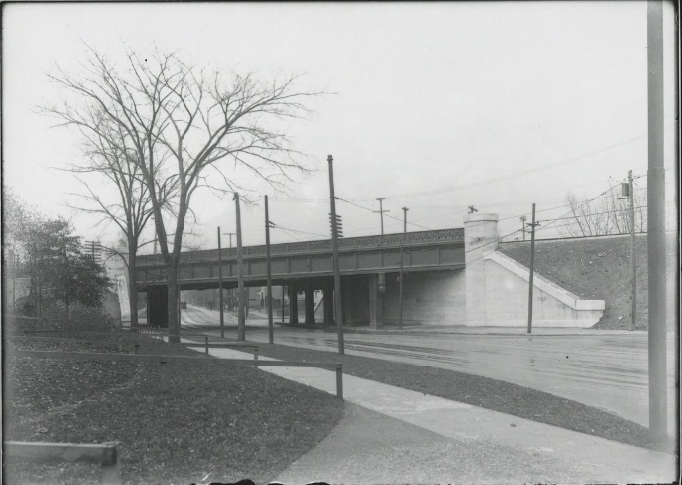 Bridge over Lake Avenue designed by Striebinger.