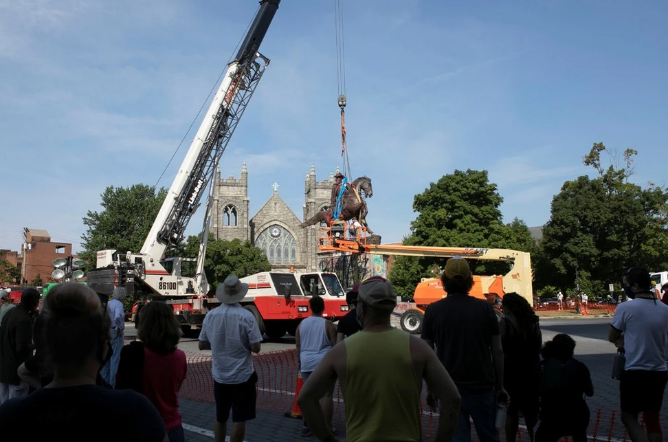 A crowd watches the removal of Richmond's statue to Jeb Stuart