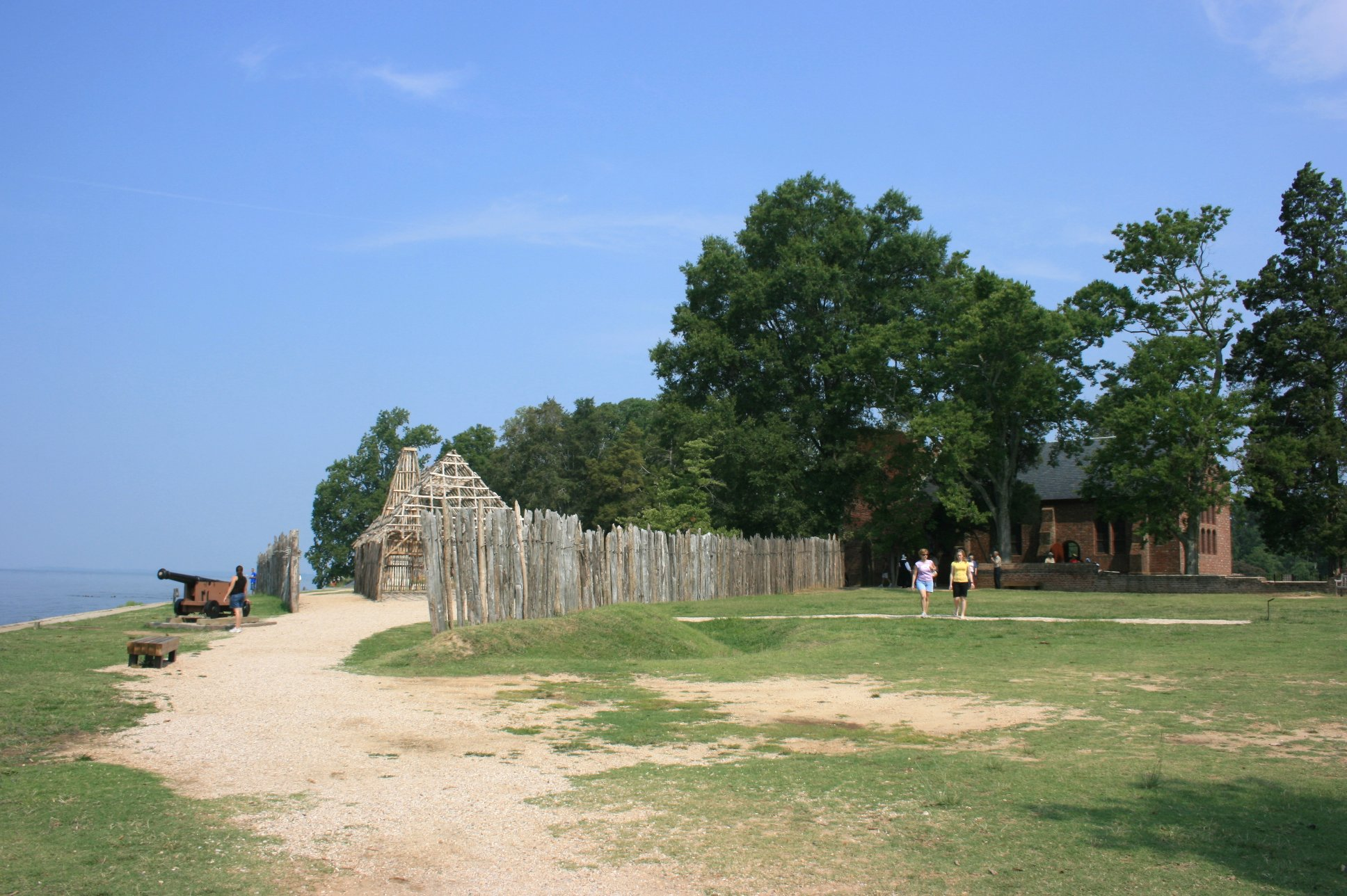 Historic Jamestown (2007) by Roflmueller on Wikimedia Commons (CC BY-SA 3.0)
