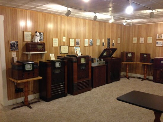 The Early Television Museum contains over 150 television sets from the 1920s to the 1950s. Image obtained from TripAdvisor.