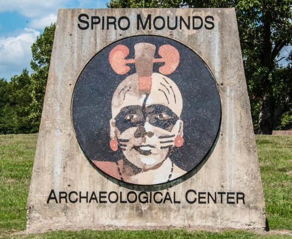 Spiro Mounds Archaeological Center (image from Crossroads)