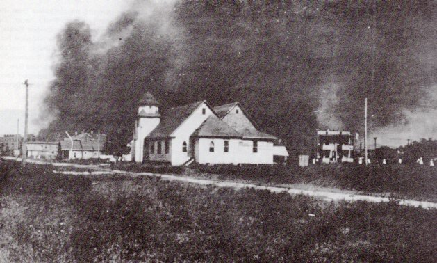 First Baptist Church in the 1920s, before the 1925 construction of the current church. 6th Avenue is in the foreground.