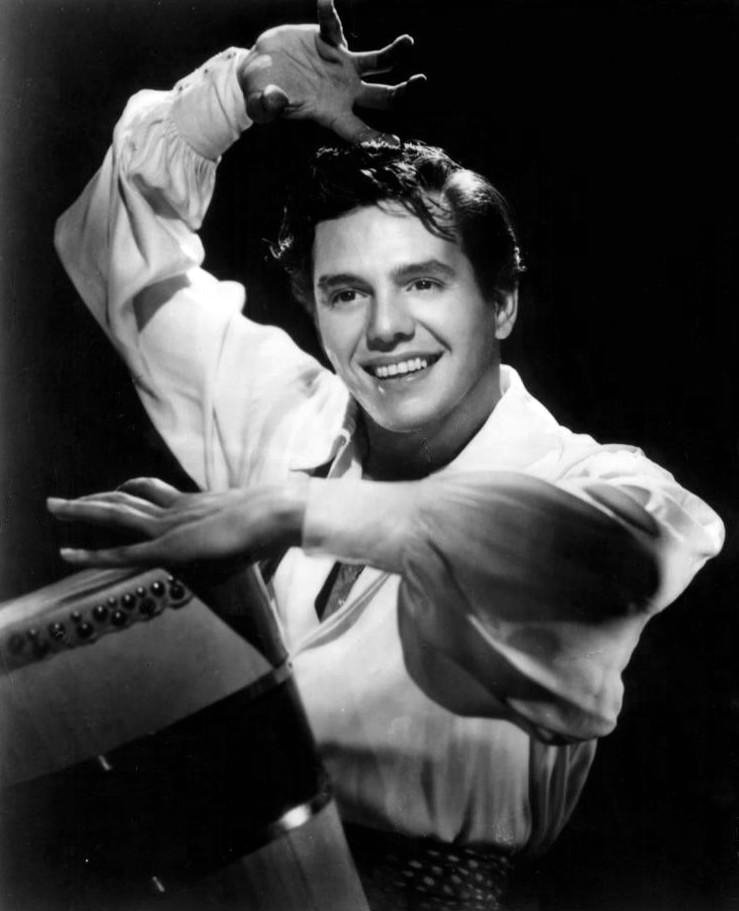 Desi Arnaz, who pioneered the three-camera setup of sitcoms.