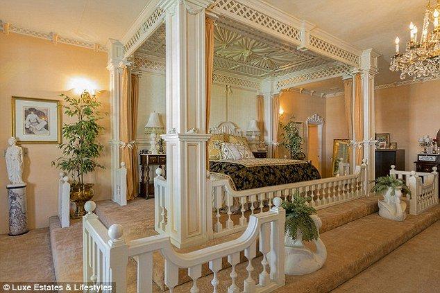 Toni Hart's bedroom