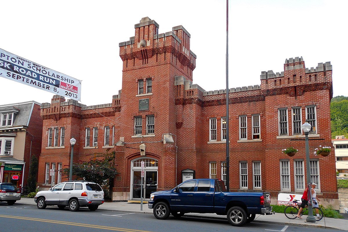 A banner for a 5K road race hangs in front of the former Pottsville Armory, now the Schuylkill YMCA.