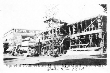 Construction of the  Fifth Avenue Hotel, Hotel Huntington in the background, in 1915