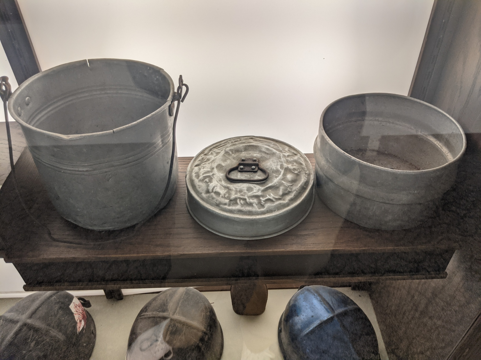 Automotive tire, Dishware, Black, Wood