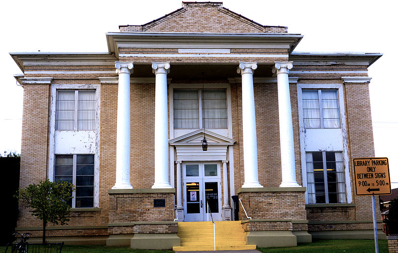The El Reno Carnegie Library.