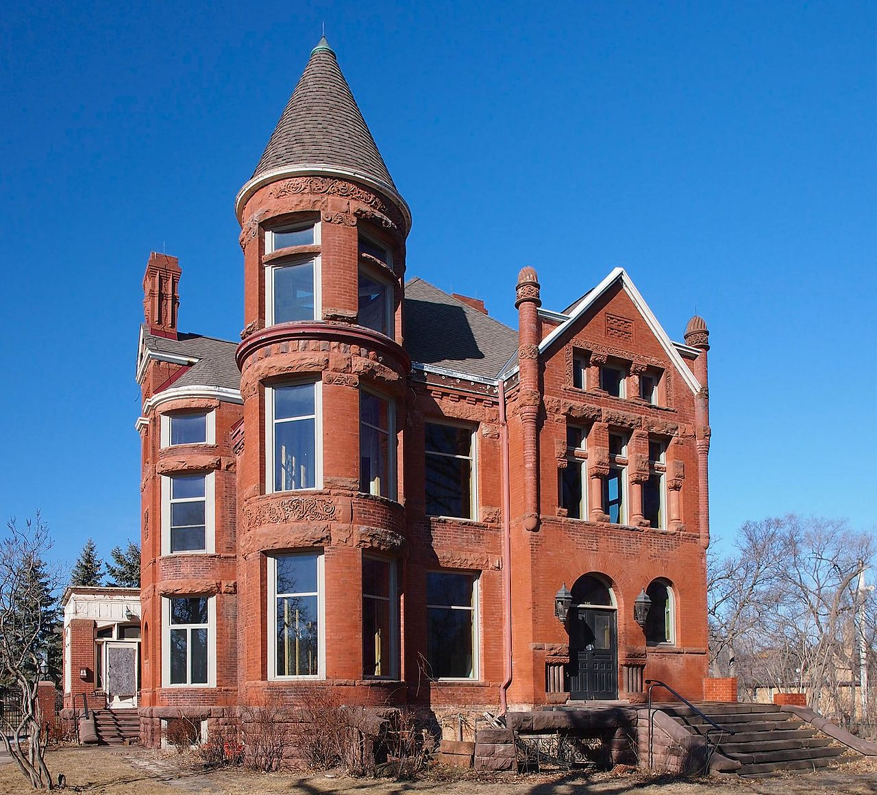 The Foley–Brower–Bohmer House was built in 1889 and is a fine example of Richardsonian Romanesque architecture.