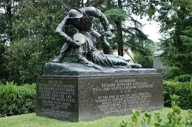 A statue dedicated to the lives lost in the battles of the Civil War