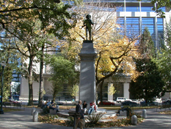 In the center of Lownsdale Square stands Soldiers Monument, Douglas Tilden's 1906 sculpture in memory of the Oregonians killed in the Spanish-American War (1898).