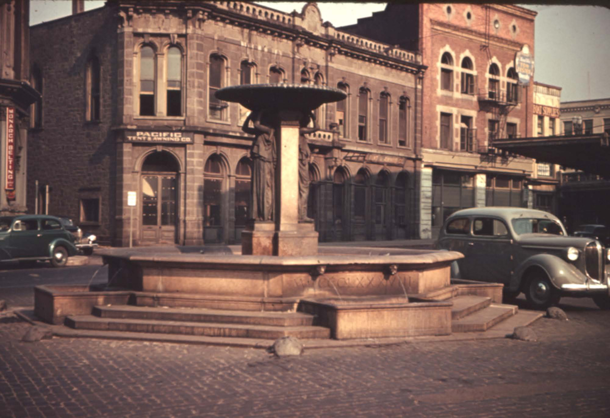The fountain in 1939