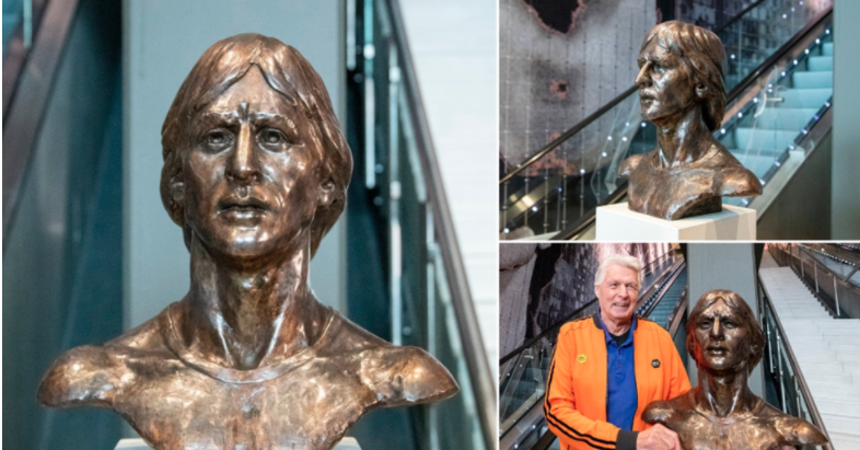 Inauguration of the statue inside the stadium by Wim Suurbier ex cruyff's partner