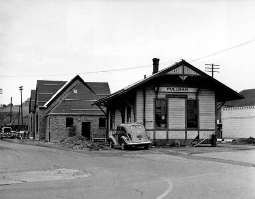October 16, 1939, view of the new Union Pacific Depot under construction (background) next to the wood frame depot (demolished) it would replace. Courtesy WSU Special Collections.  http://content.libraries.wsu.edu/cdm/singleitem/collection/hutchison/id/8