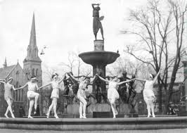 In 1926 young women from the Albertina Rasch ballet performed an interpretive dance around the fountain, mimicking the bronze sculptures thereon, to celebrate the 10th anniversary of the fountain.
