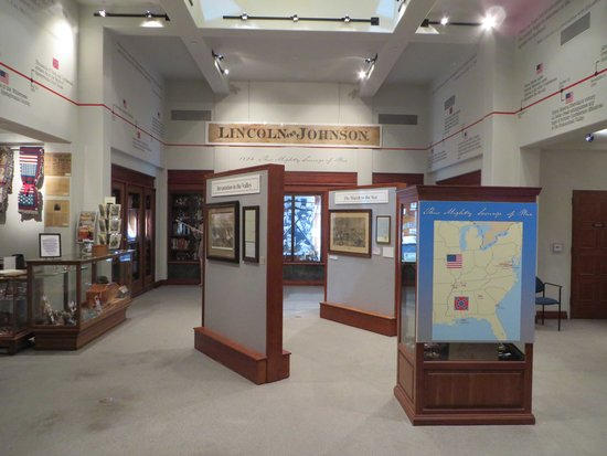 The shrine's wings contain various exhibits on Lincoln and the Civil War, featuring thousands of artifacts and artwork. Image obtained from TripAdvisor.