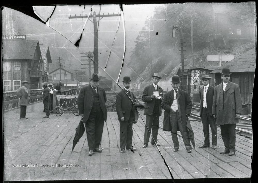 Crew, Pole, Suit, Monochrome