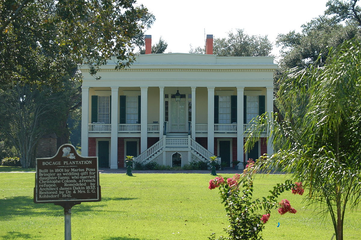 This is the front view of the Mansion in Mississippi.