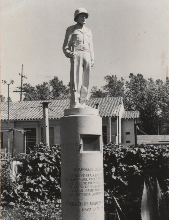 Another 1951 view of the original memorial, which featured a simpler base and did not contain the names of Mexican American Medal of Honor recipients.