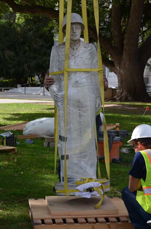 The weathered statue is temporarily removed in 2016 for the restoration process to begin (official Facebook page).