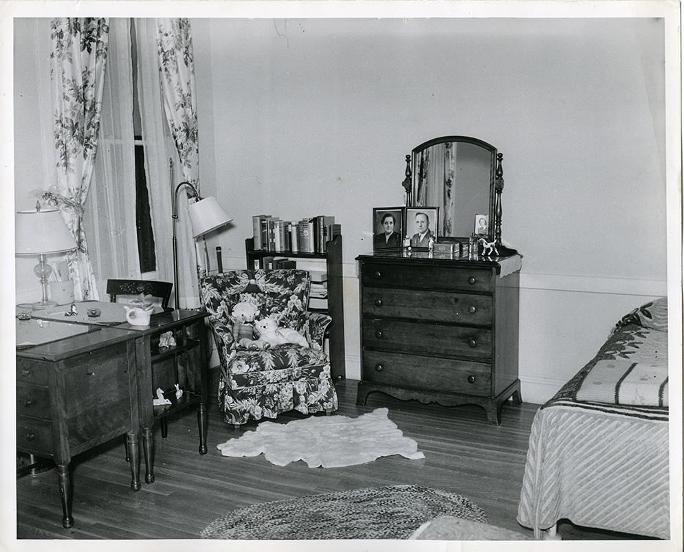 Draper Hall, student room, 1940. Photograph by Warren Kay Vantine.