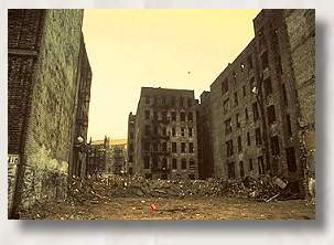 Abandoned buildings in the Bronx 1970s (Macaulay.cuny.edu).