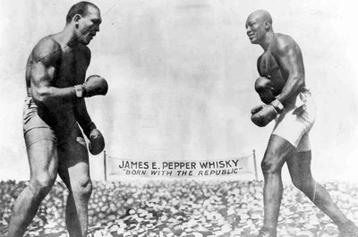Jeffries (right) and Johnson (left). Johnson would retain the title of heavyweight champion until 1915