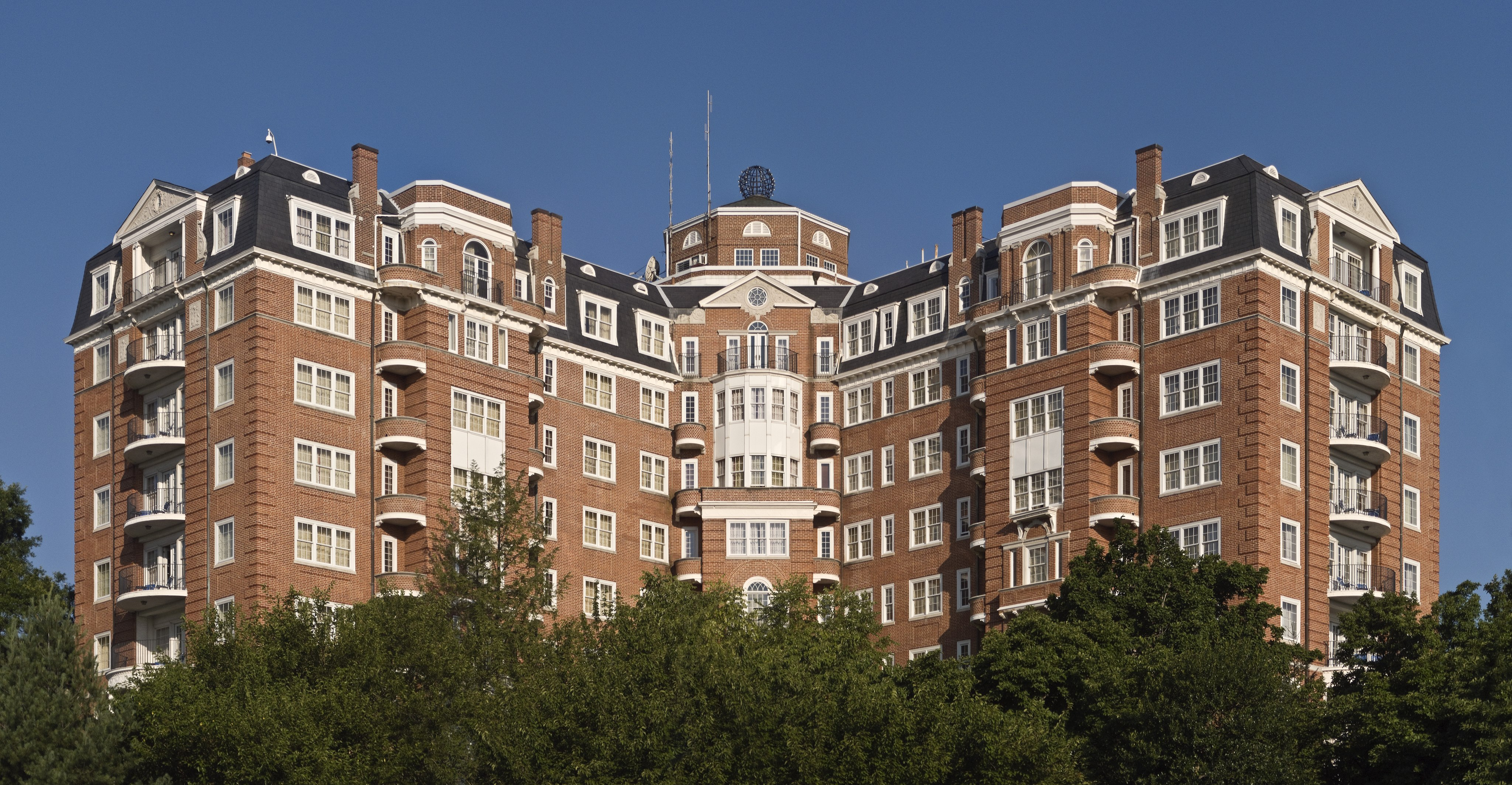 Wardman Tower viewed from the east by Jürgen Matern on Wikimedia Commons (CC BY-SA 3.0)