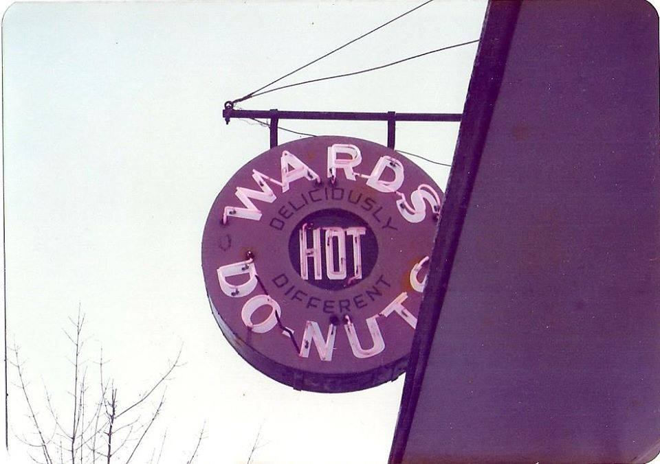 Ward's Do-Nuts sign