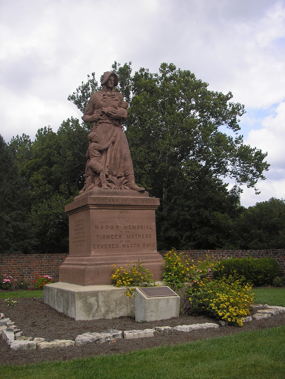 Madonna of the Trail statue in 2nd location (1956-2011): Snyder Park, Springfield, Ohio, 2009