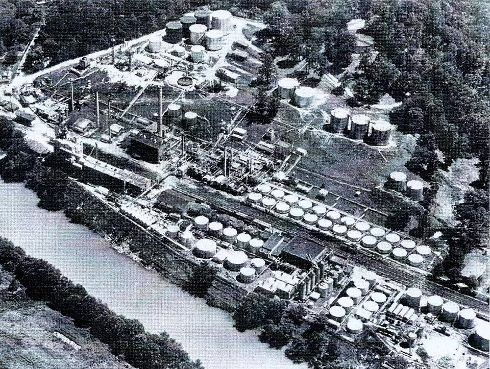 Photo of the refinery courtesy of Richard L. Bashlor.