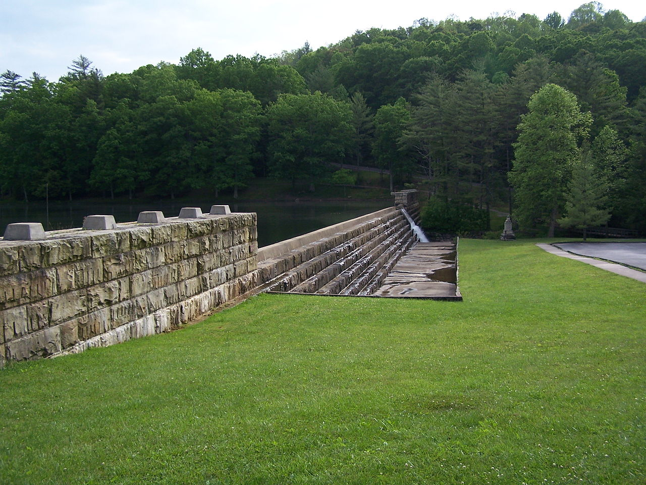 The dam at Little Beaver State Park