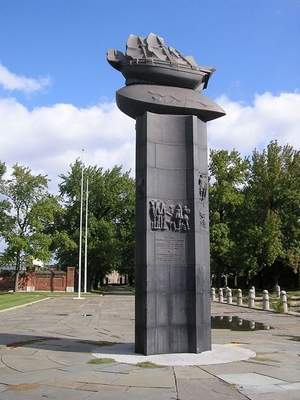 A monument depicting the Kalmar Nyckel