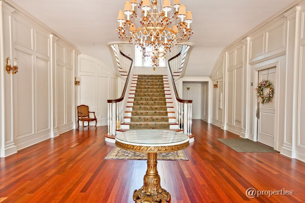 Staircase of Dryden Mansion, Recent Picture