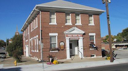 Cape River Heritage Museum is located in the city's former fire and police station and offers a variety of exhibits that interpret the history of southeastern Missouri.