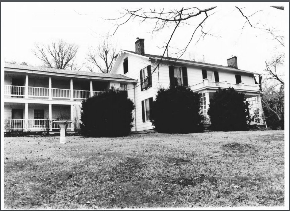 Picture of the house before the remodeling process.