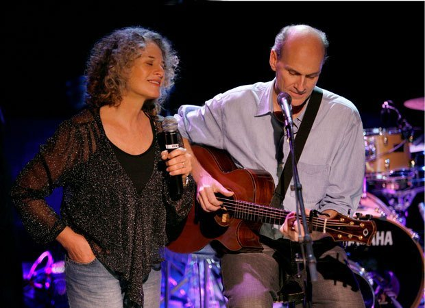 Carole King and James Taylor performing in the Troubadour