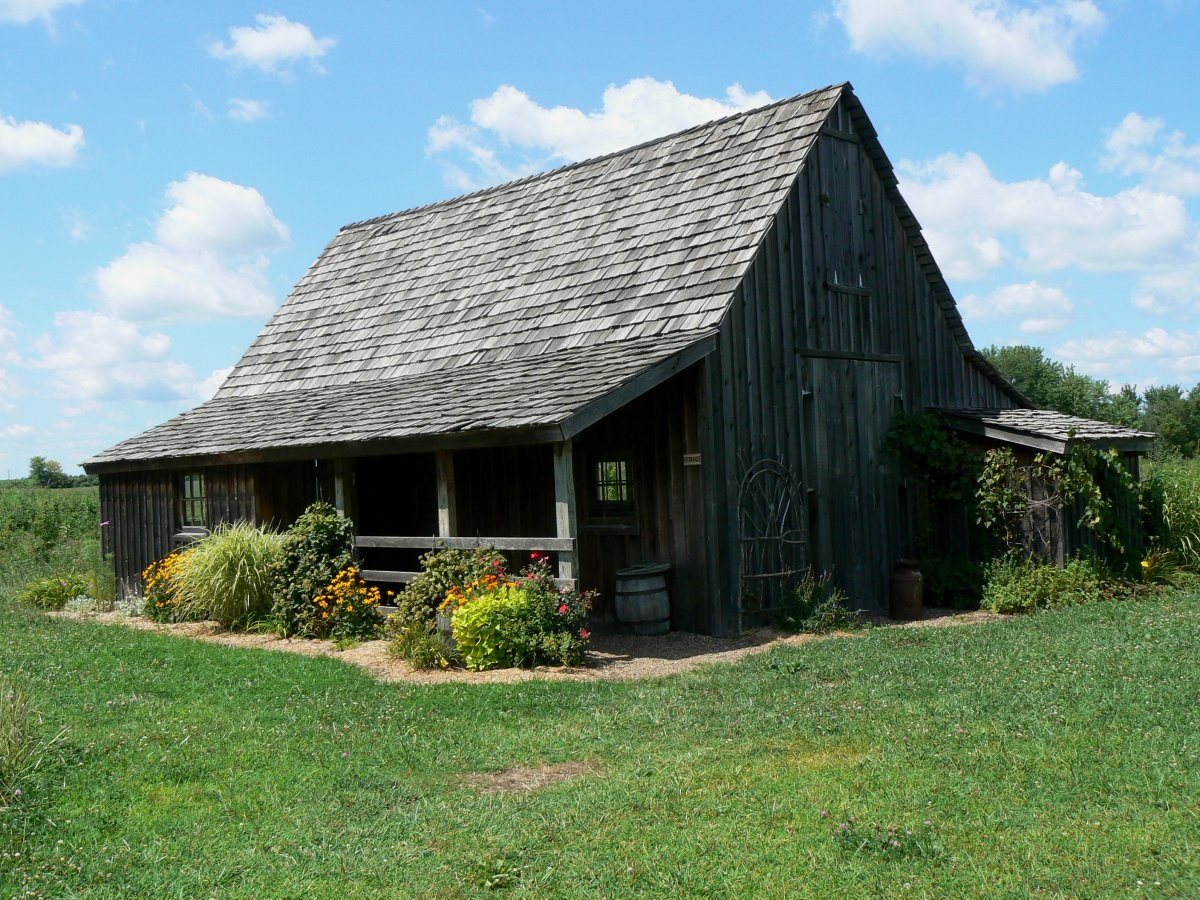 Tours of the farm are available from the Disney museum in Marceline.