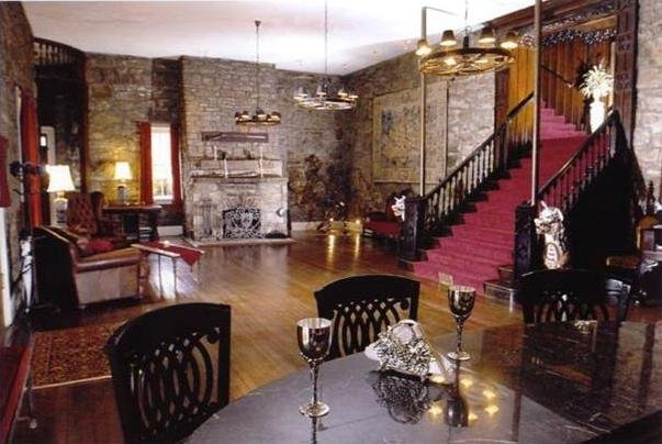 The living room of the Berkeley Castle, based on the times of Rosa and Suit. 