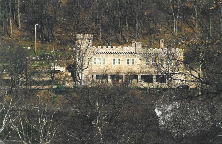 This is a picture of Berkeley Springs Castle in the winter time.